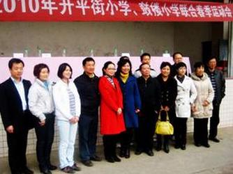 成都市特级教师袁丽华,成都市五牛围棋队的李颉都是其中杰出的代表.