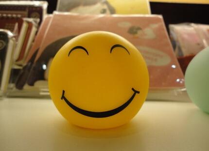 父母再忙再累,也别忘记每天对孩子微笑!_【阳光家教网